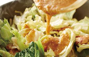 鶏肉と野菜を炒める