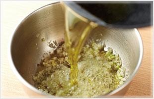オリーブオイルを熱する